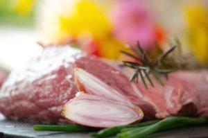 Grünland Spessart Fleisch Kräuter und Zwiebeln